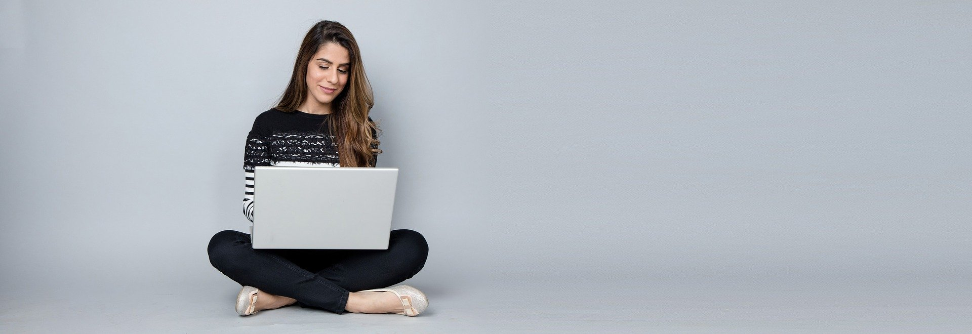 8 Reasons to Consider Starting an Online Career