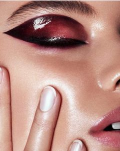 """The """"Girl Boss"""" Look: 9 Makeup Must-Haves for Every Woman in Charge 3"""